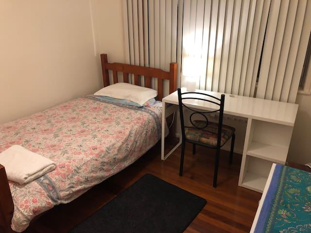 King-Single Bed -Private room in shared house