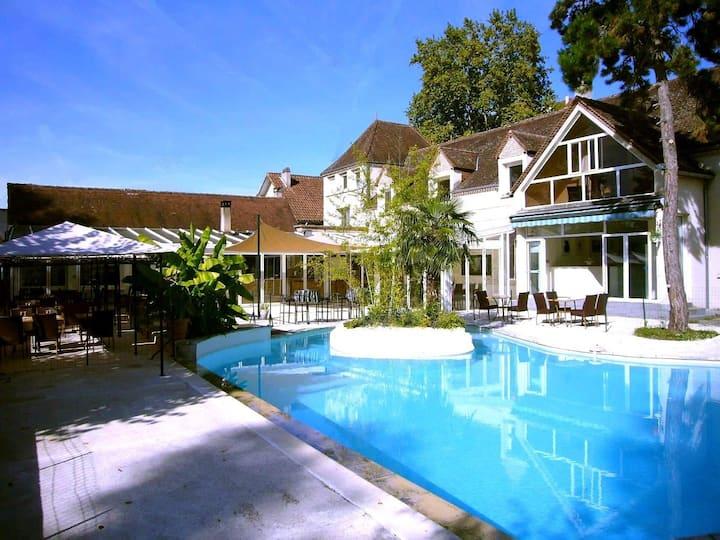 Riverside Studio 1 -  Pool & Restaurant, 1 km town