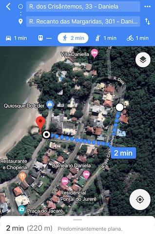 Como está no mapa, a casa está á 2 minutos da praia (220m)! Bem pertinho