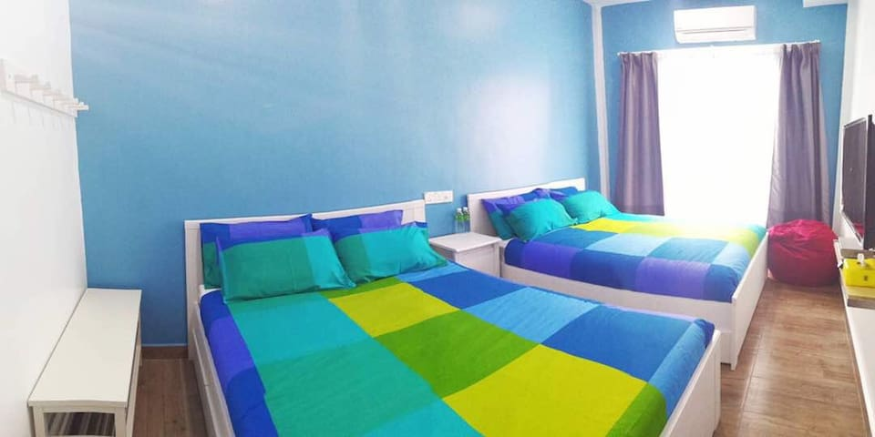 Modern homestay 2 queen size beds