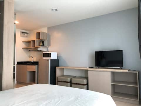 Affordable Monthly Condo 10min ride to BTS Udomsuk