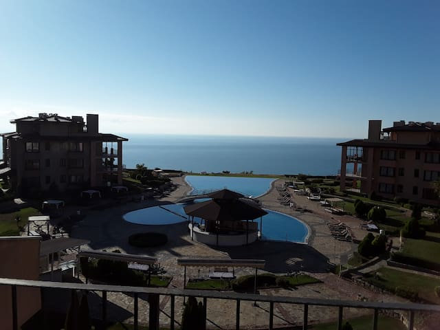 Beautiful Bulgarian 2 Bed apartment with Sea View