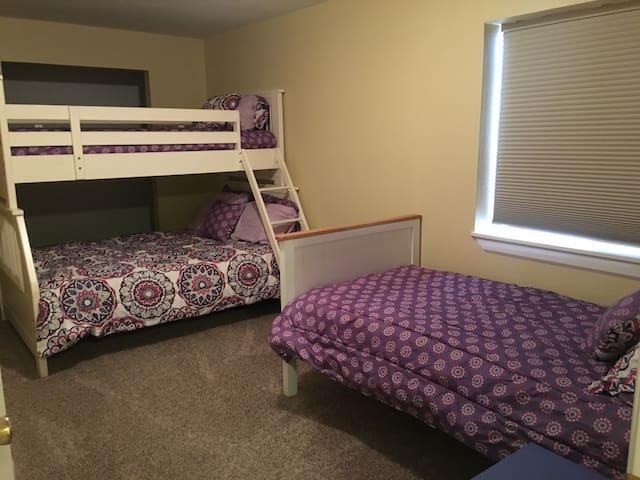 Family Friendly! 2 bedroom basement suite