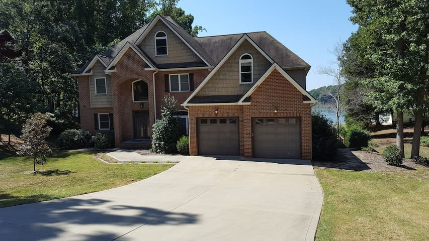 Ideal spacious four level vacation home - Mooresville - Hus