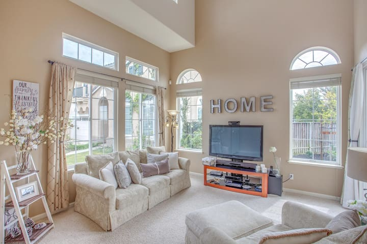 Gorgeous & Tranquil 4 Bedroom Home w/Bay Views - San Leandro - Haus