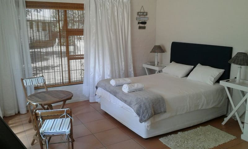 Garden flat 750m to the sea. - Wilderness - Lejlighed