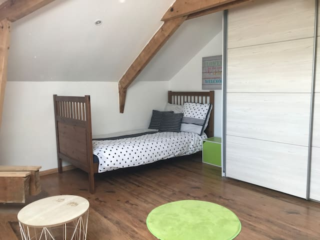 Chambre 5 avec 2 lits simple (90x200)