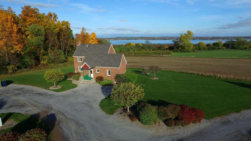 Seneca Cottage at Cobtree