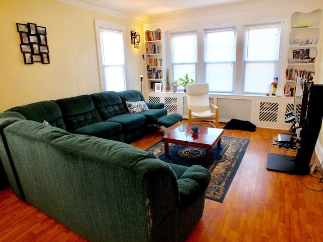 Pleasant Big 2BD NYC & EWR Airport - Elizabeth - Apartment
