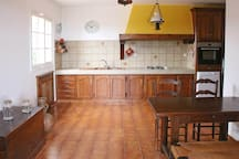 La cuisine spacieuse et familiale