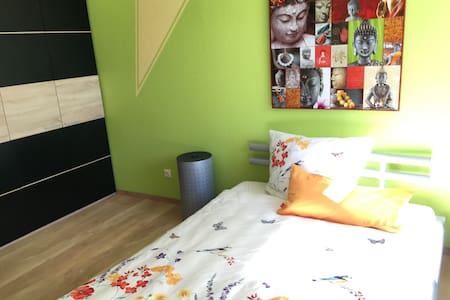 Helles Zimmer mit eig. Bad und Dachterrasse - Casa a schiera