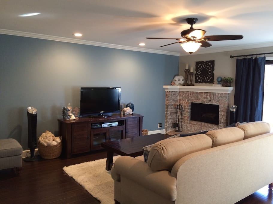 Cable/DVD/Wifi. Gas fireplace.