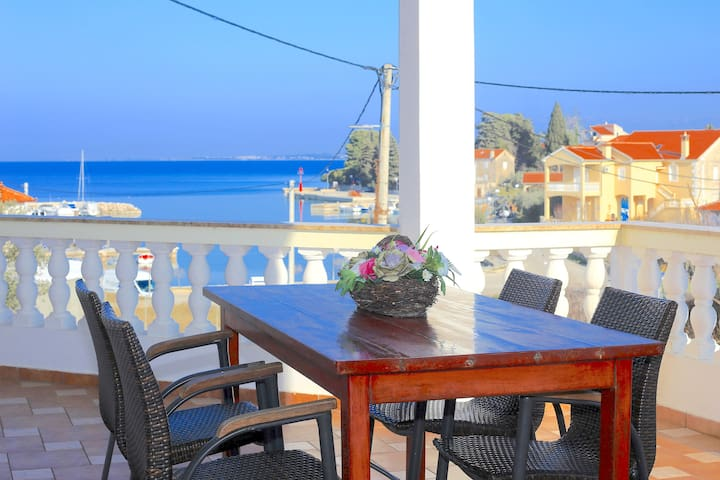 Apartment for 4 guests in front of the beach - Lukoran - Flat