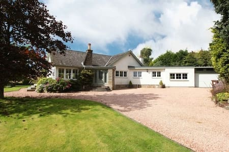 5 * country accommodation, Doune - Outlander fame