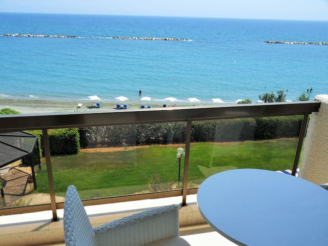 2b Boutique Seafront Pool-Gym Apt.Four Season TL55 - Agios Tychon