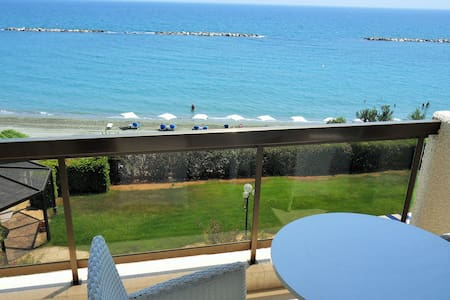 2b beachfront apt w/pool, gym, sauna - Sandy beach - Byt