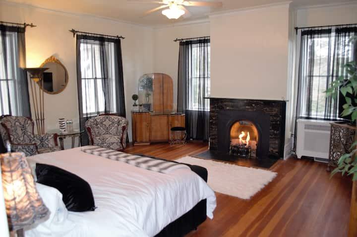 The Laurentide Inn 1820 Suite