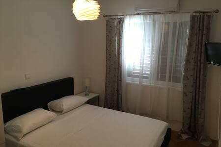 Cozy studio for 2 with parking - Makarska - House