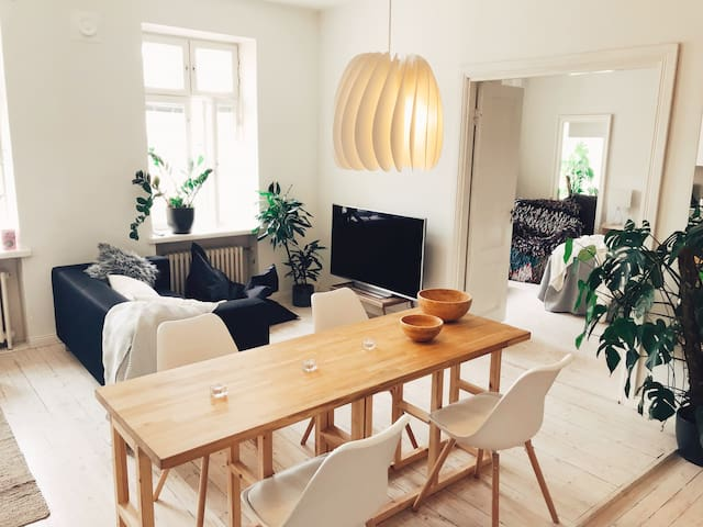 Cozy and quiet top floor apartment in Töölö