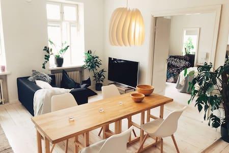 Cozy and quiet top floor apartment in Töölö