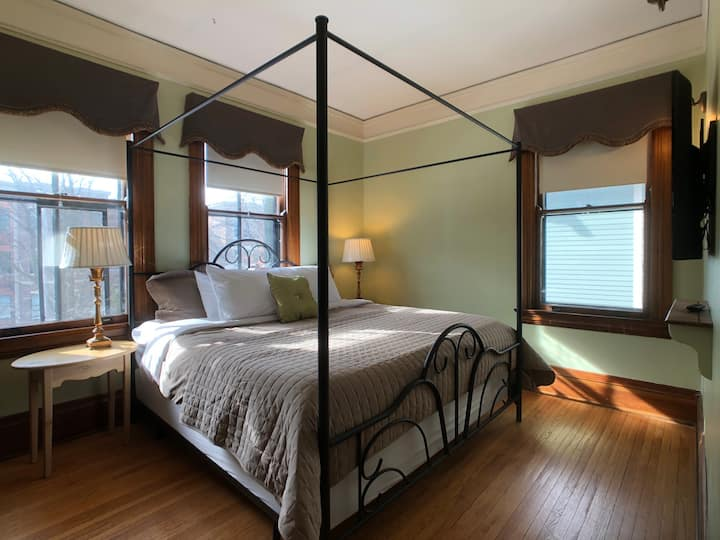 Little Historic Inn King Bed with Private Bath