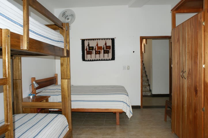 La Casa Blanca: Comfiest Place in Town! Room #1