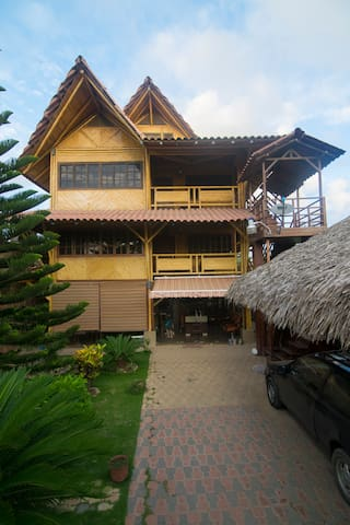Bamboo Eco-Loft close to beach n downtown