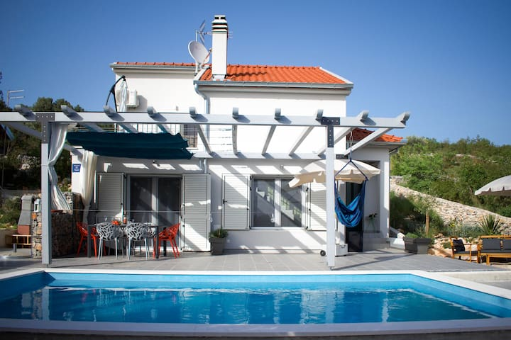 DOLCE VITA, house with swimming pool