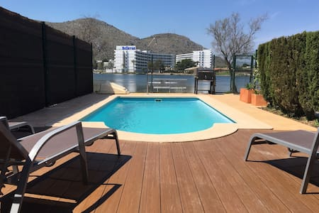House 3 minutes from the beach with private pool