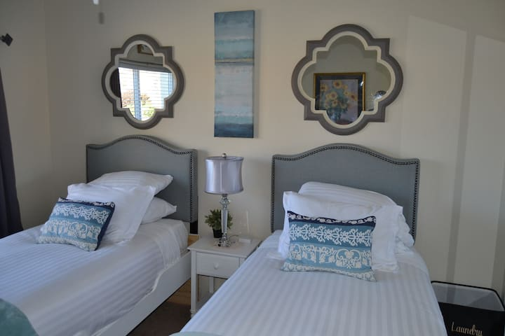 Modern, Cozy and Guests' Fave Comfy Private Room! - Las Cruces - Casa