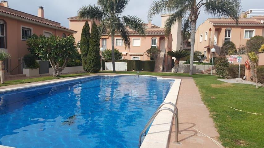 Apartamento con piscina junto a la playa, Cambrils