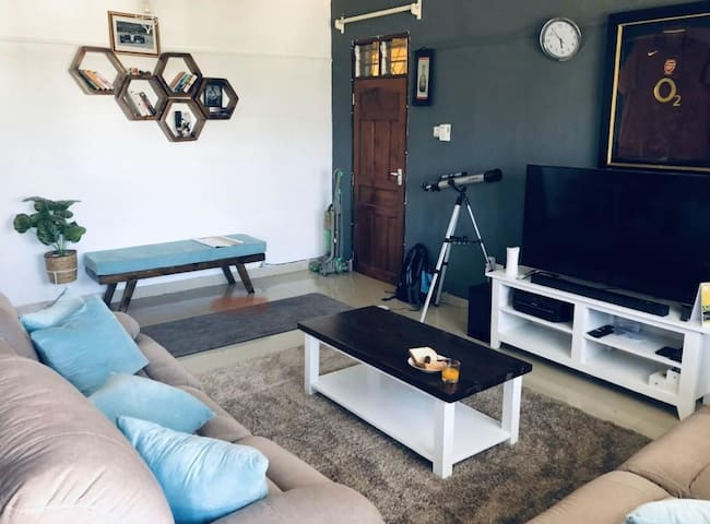 Spacious 1bedroom wth Ac, 3minutes away from beach