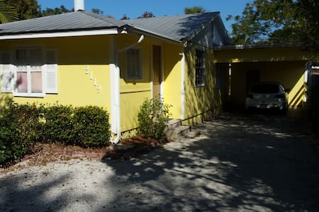 The Going Sunny  #1 - Sarasota - Bed & Breakfast