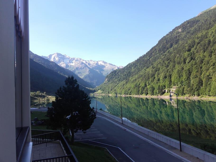 vue depuis l'appartement  sur le lac de Fabreges
