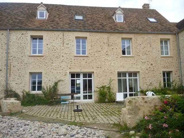 Maison en pleine campagne !... à 40 kms de Paris - Les Essarts-le-Roi - Дом