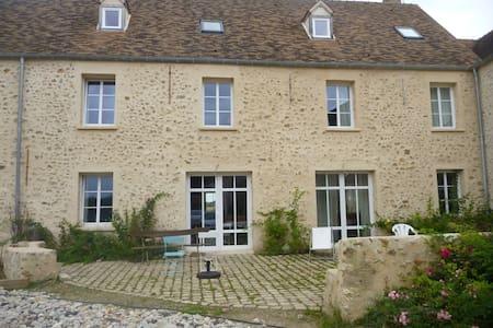 Maison en pleine campagne !... à 40 kms de Paris - Les Essarts-le-Roi - Casa