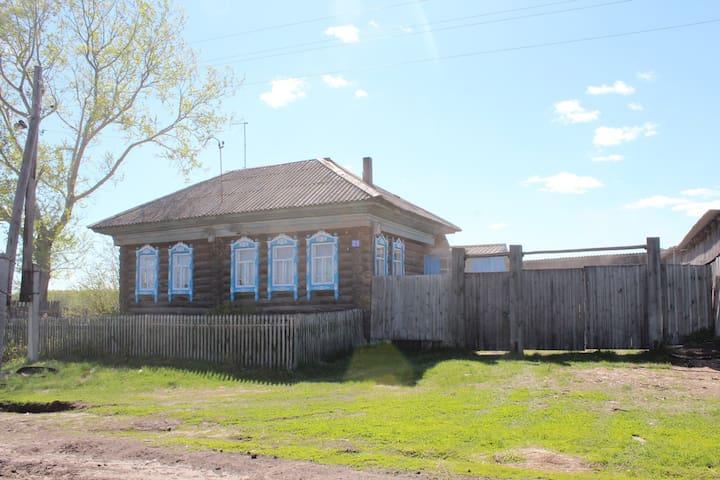 Деревянный дом с баней в Сибири - Бергамак - Casa