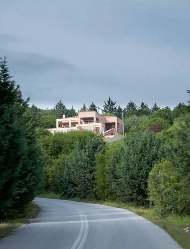 Εξοχική κατοικία με υπέροχη θέα!