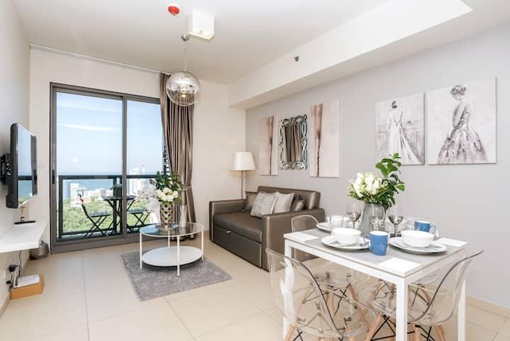 44F Familyroom Luxury Condo Best in Pattaya