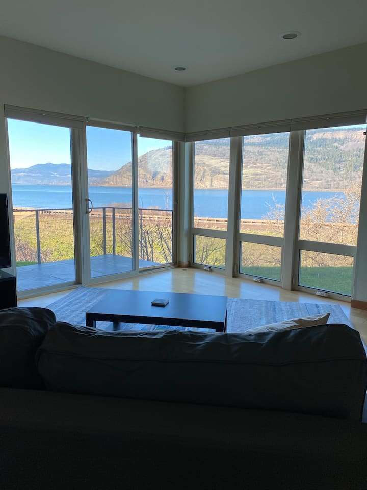 Condo near Hood River with spectacular Gorge view