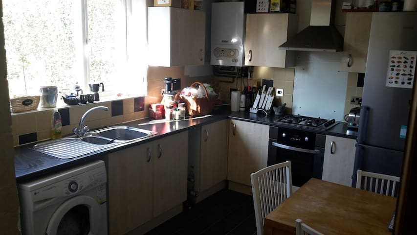 3 Bedroom, Spacious House in a Quiet Area - Manchester - Huis