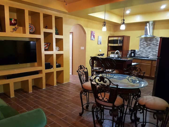 Casa Belize,Cozy, Spacious Getaway