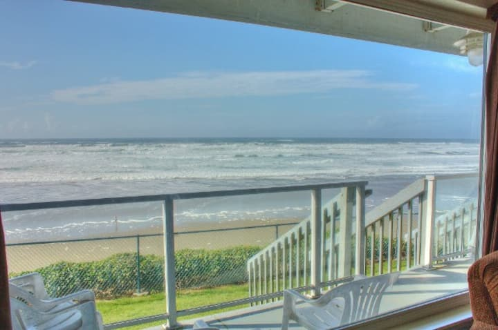 Ocean View, Homey Beachfront Condo, Nye Beach, OR