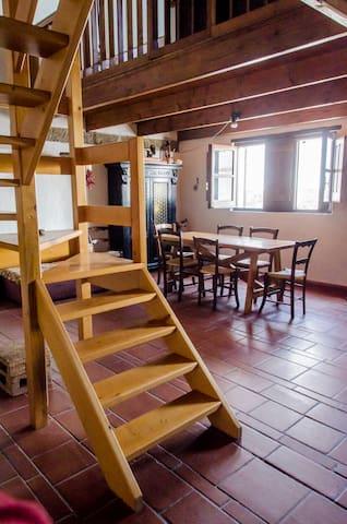 Il Soggiorno e le scale per il soppalco
