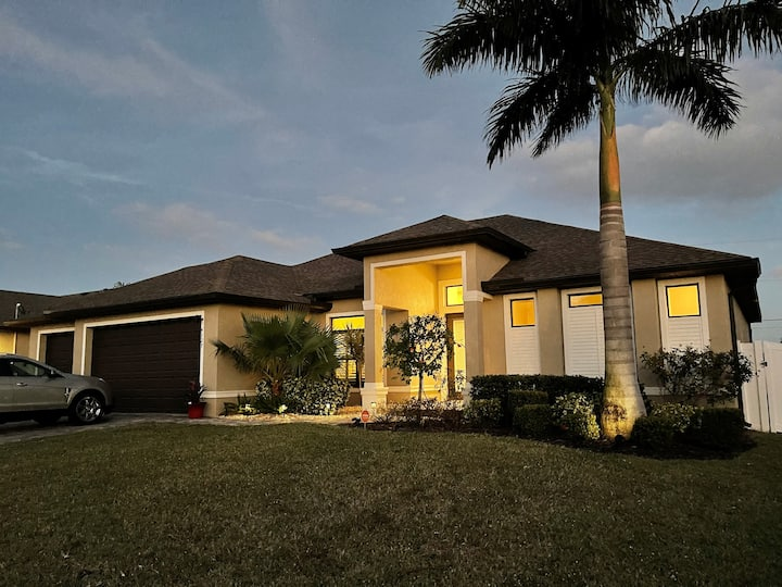 SW Florida 3 Bedroom Oasis with Pool