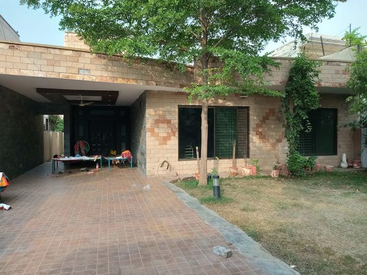 A huge unfurnished Villa for a wonderful family.