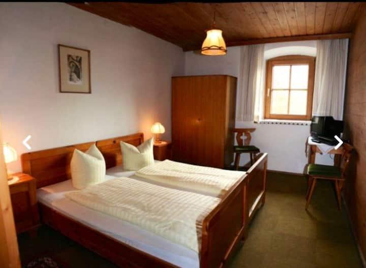 Doppel Bett 🛌 Room Nr 3 Brücke