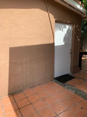 Studio APT for 2 with parking / Heart of the MIA