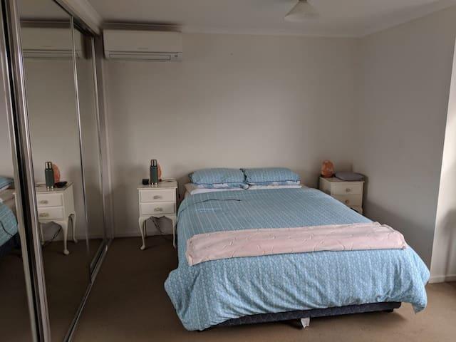 Big Room/Private Bathroom in the core of Carlton