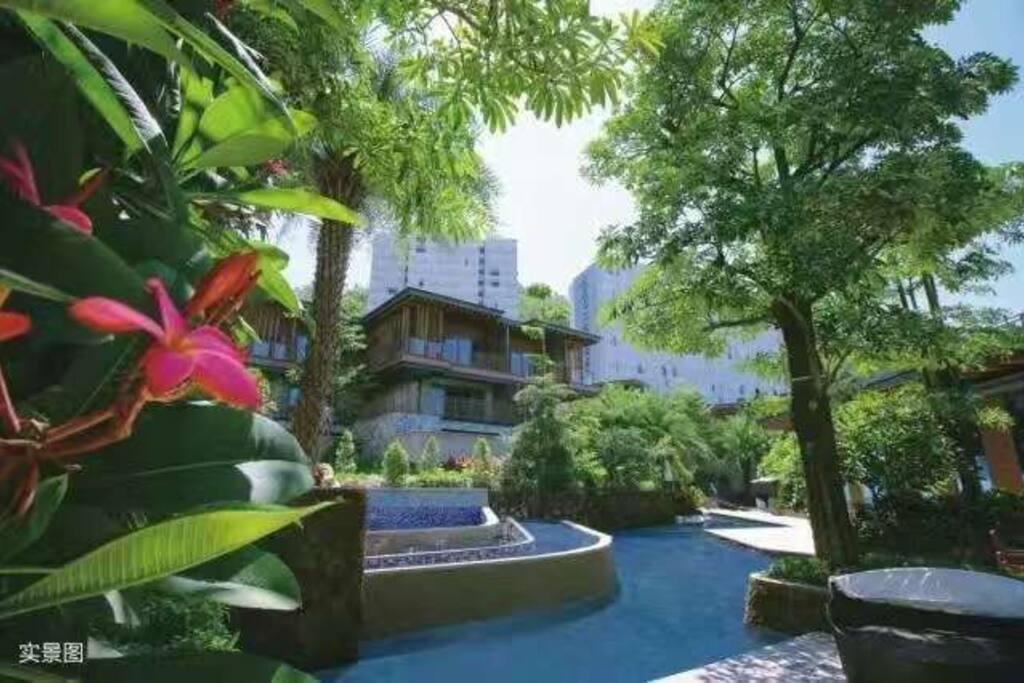 小区内的巴厘岛风情园林,曾获最佳设计